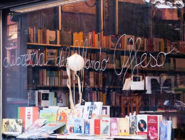 libreria-mondo-offeso-milano-via-cesariano.png